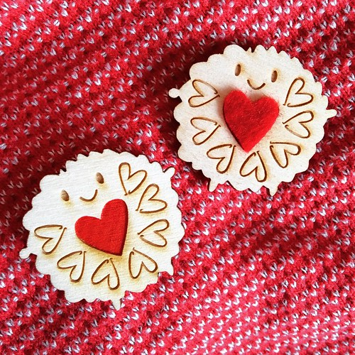Which Jammie Dodger brooch is your favourite - felt heart or painted heart? They're both in my shop!