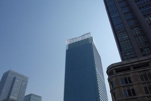 """Tokyo_13 東京都丸の内の高層ビルディングを撮影した写真。 中央は """"JP TOWER"""" である。"""