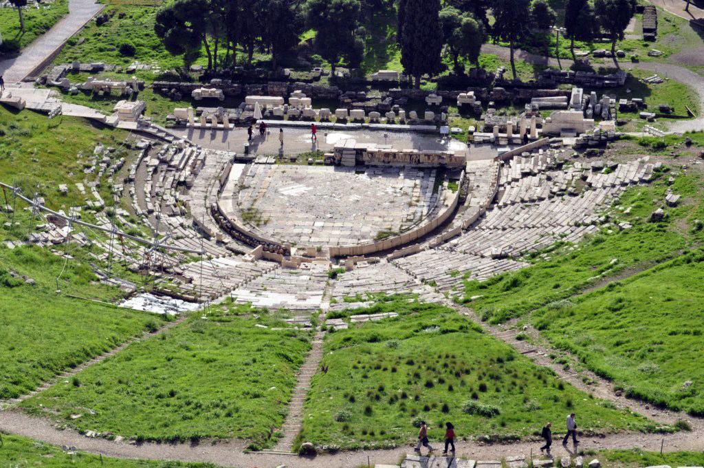 Teatro de Dioniso atenas en 2 días - 16426293950 7b2af066c2 b - Qué ver en Atenas en 2 días