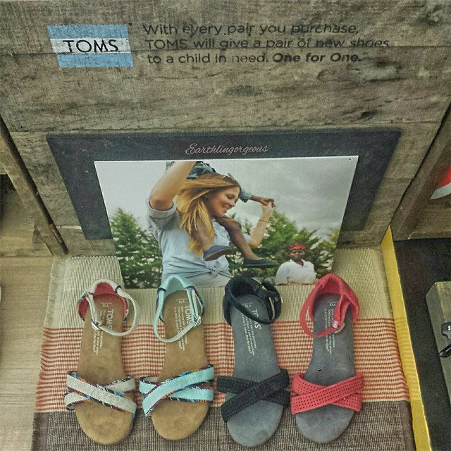 #TravelwithTomsPh TOMS Spring/Summer 2015 Collection