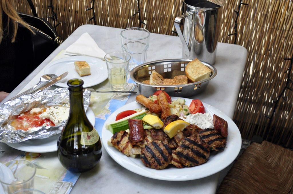 Comer en Atenas atenas en 2 días - 16587474176 4a6d058a89 b - Qué ver en Atenas en 2 días
