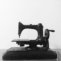 automotive exterior(0.0), bumper(0.0), sewing machine(1.0), art(1.0),