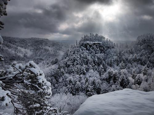 snow kentucky snowfall lookoutpoint naturalbridgestatepark appalachianmountians snowymountians kentuckystateparks explorekentucky