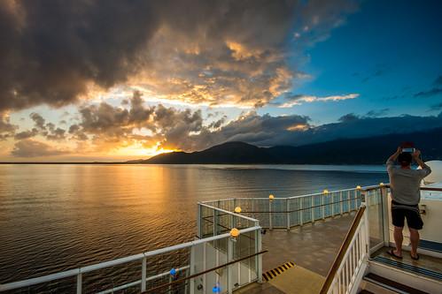 cruise sea sunrise honduras