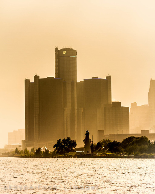 RenCen in the Mist