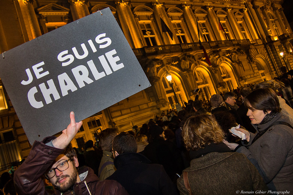 Rassemblement de soutien à Charlie Hebdo Tours de Romain Gibier Photographe, sur Flickr