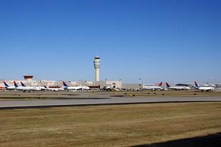 ATL AIRPORT WITH MANY DELTA PLANES FROM 777 N860DA DELTA FLIGHT ATL-JFK