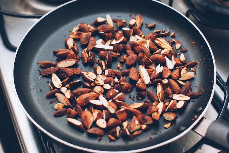 Cuscuz Marroquino com Amêndoas, Passas e Cebola Caramelizada