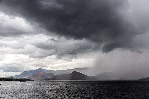 lake rot rain dark toba stirm