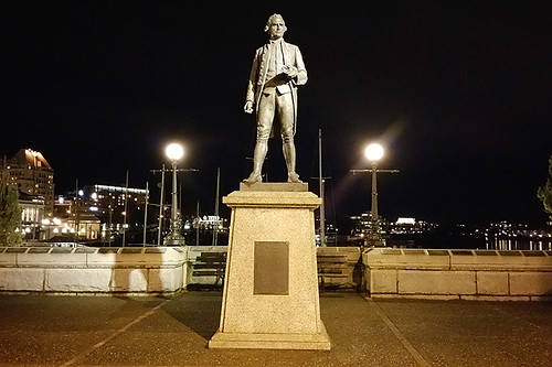 Statue of James Cook on the Victoria Causeway, Victoria Downtown, Victoria, Vancouver Island, British Columbia, Canada