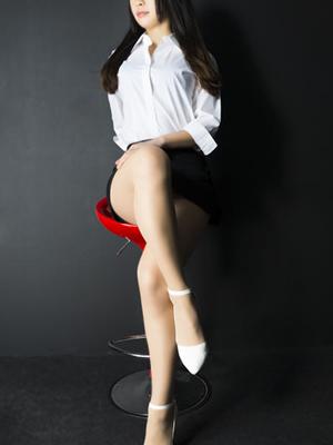 青山莉子(27)