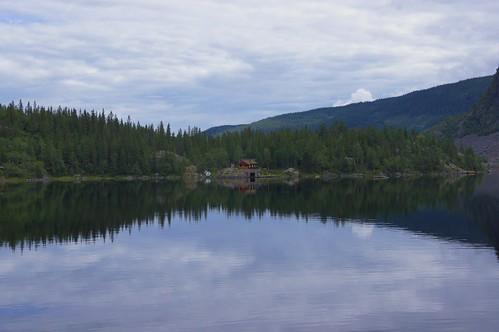 norway norwegen vang valdres vangsmjøse oppland mountains forest trees wald lake landscape hemsingbru reflections water nature sky cabin hytter boat