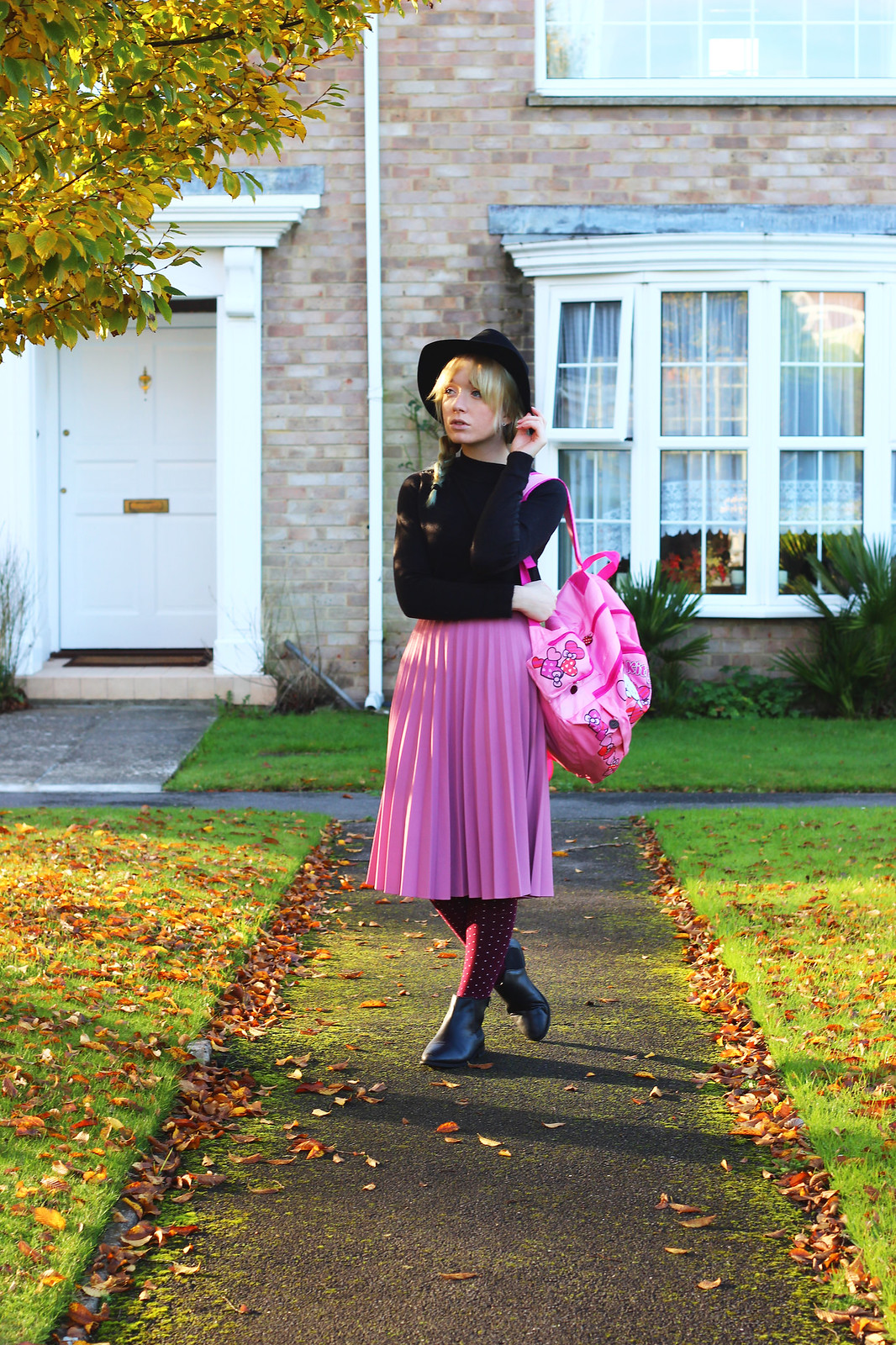 1pinkpleatedskirt, blogger_style, outfit, pleated_skirt, hello_kitty