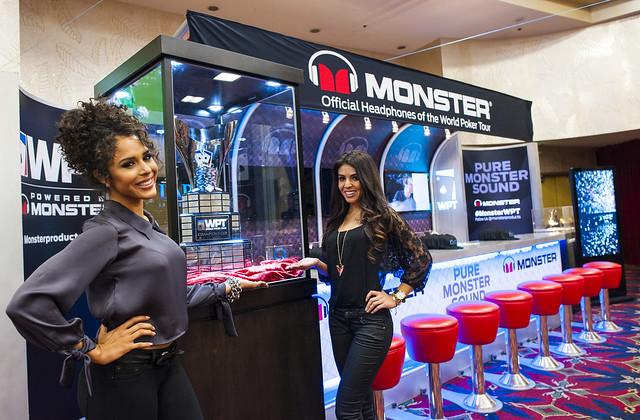Monsters Headphones Royal Flush Girl Bar