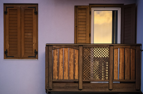 wood sunset sky cloud detail reflection window glass architecture balcony villa alpie