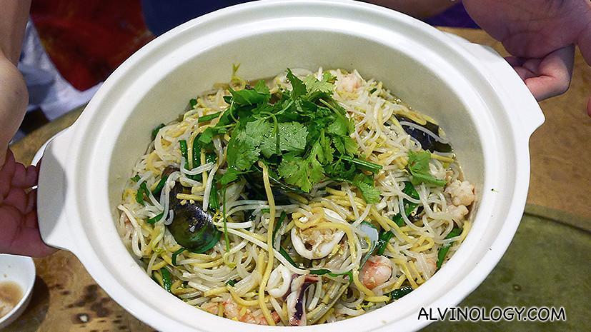 Seafood hokkien noodle