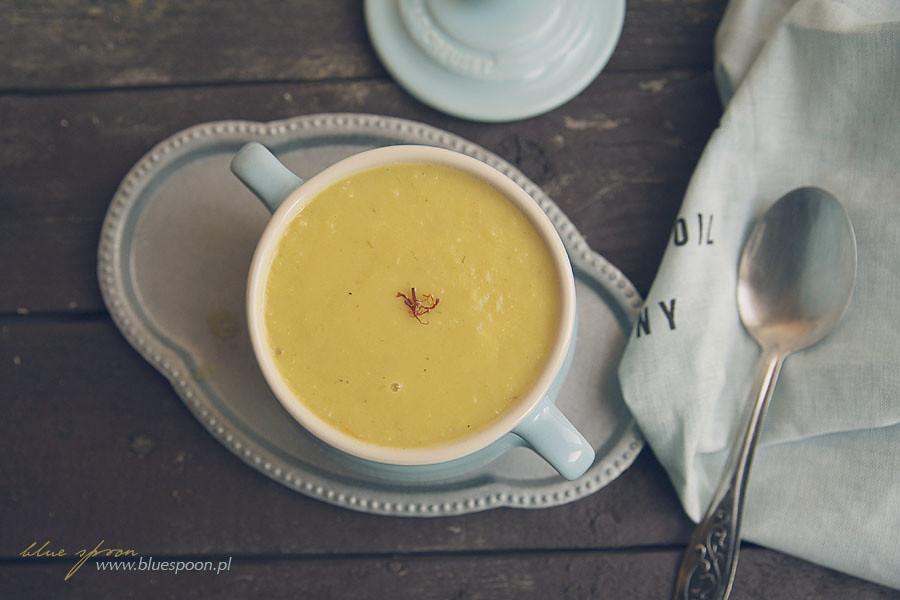 zupa z porów z szafranem
