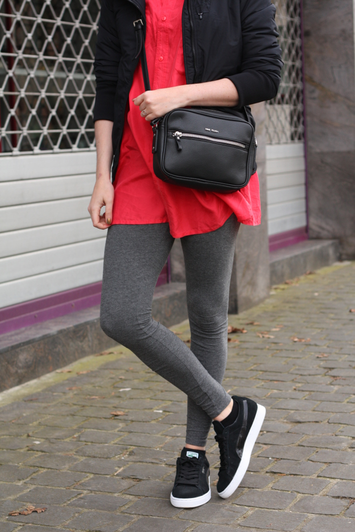 outfit: casual in leggings, silk shirt, cross body bags and pumas