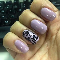 essa semana eu vou assim #nails @esmaltecolorama #equilibrista @protectornail #flowers