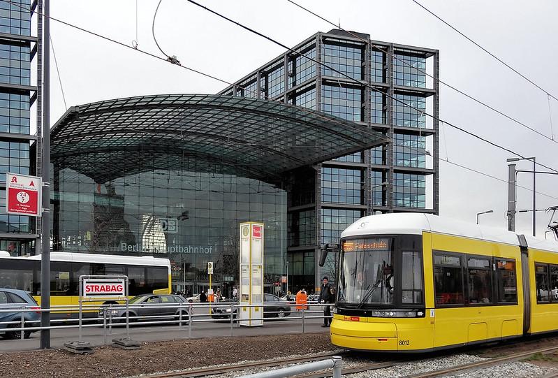 Trasporto pubblico locale - Tram zum Hauptbahnhof