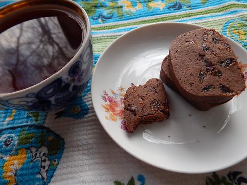 чай и откушенная печенька