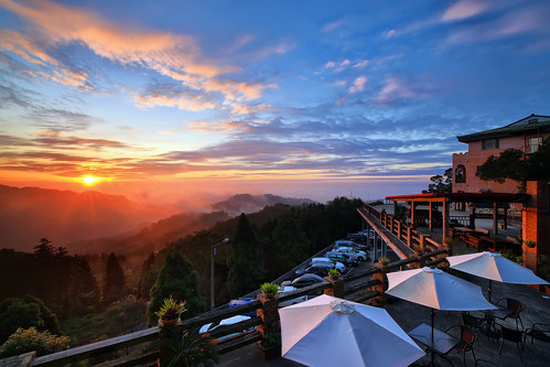 sunset cloud canon landscape dusk cottage taiwan 夕陽 rays 台灣 miaoli 風景 hy bai 大湖 苗栗 seaofclouds 三義 dahu 攝影 sanyi 山莊 霞光 雲洞 yundon 流雲 琉璃光 hybbai