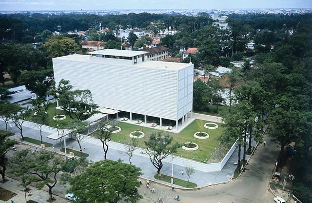 SAIGON 1967 - Tòa đại sứ mới của Mỹ tại Nam VN, góc Thống Nhứt-Mạc Đĩnh Chi - Hình chụp ngày 3-10-1967 (4 tháng trước vụ tấn công Tết Mậu Thân, vào ngày 31-01-1968)
