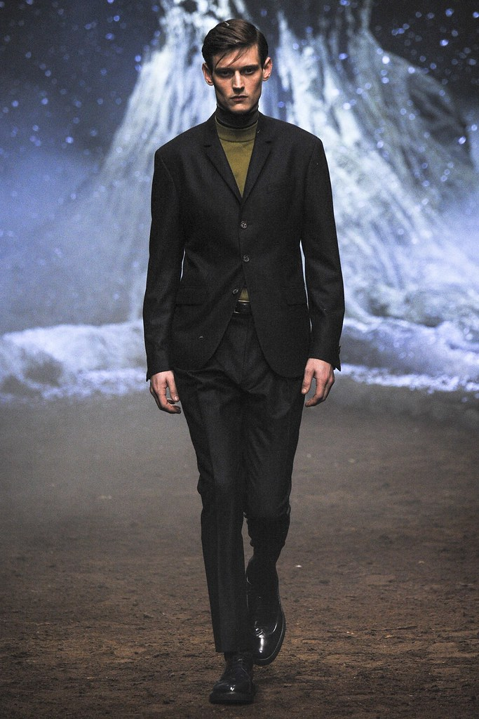 FW15 Milan Corneliani002_Adam Butcher(VOGUE)