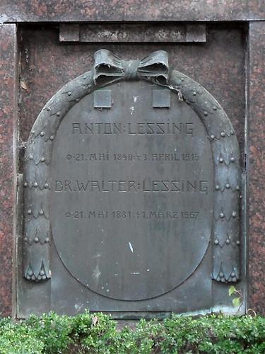 Familiengrab Lessing, Lahnstein - Bronzetafel für Anton Lessing (21.5.1840 – 3.4.1915) und Dr. Walter Lessing (21.5.1881 – 1.3.1967)