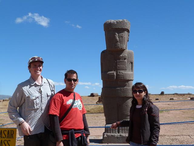 Con Ana Claudia y Eben en Tiahuanaco (Bolivia)