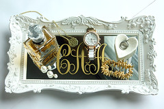 crown(0.0), buckle(0.0), bling-bling(0.0), rectangle(1.0), metal(1.0), jewellery(1.0), silver(1.0), platinum(1.0),
