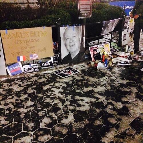 NYC est avec Paris ce soir et tellement triste #jesuischarlie #charliehebdo