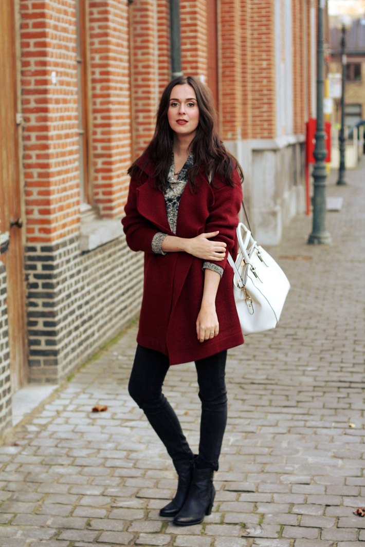 outfitblog burgundy cardigan white purse