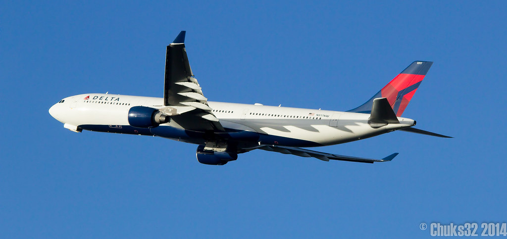 N817NW - A333 - Delta Air Lines
