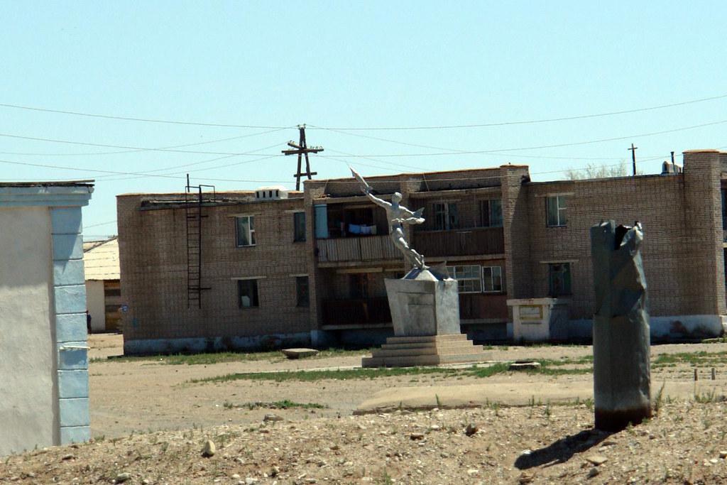 Monumento al Cosmonaura Mongol en Choyr