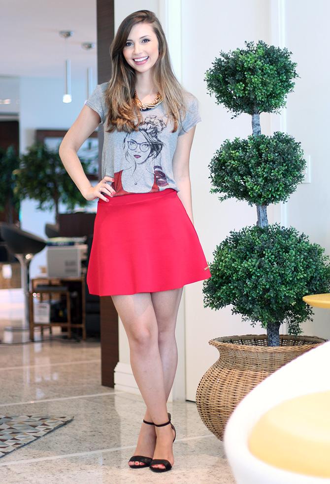 03-look do dia saia vermelha e t-shirt la mandinne blog sempre glamour