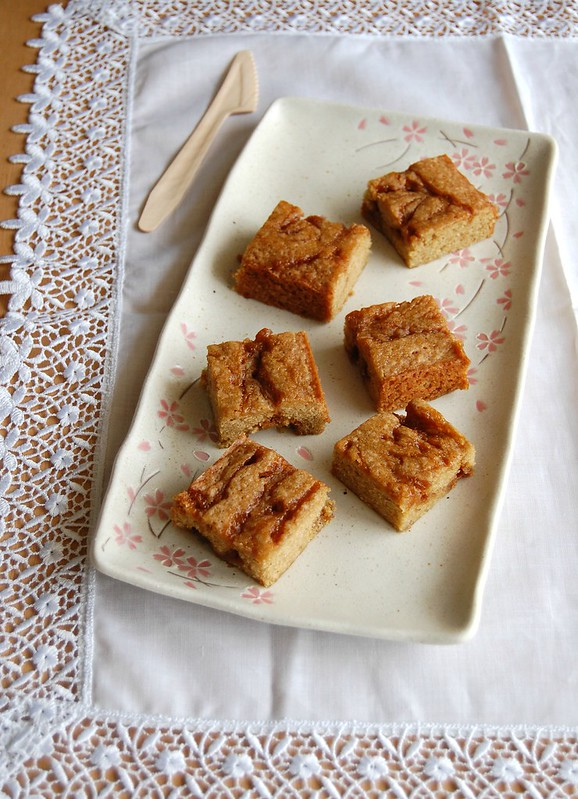 Citrus caramel blondies / Blondies cítricas com caramelo