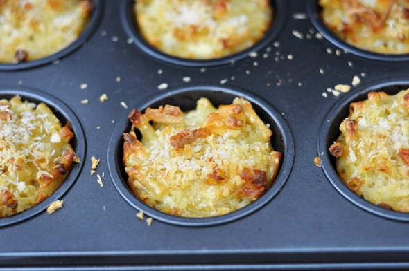 Baked Mac 'n' Cheese Bites | www.fussfreecooking.com