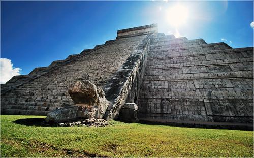 Kukulkán illuminato a Chichén Itzá