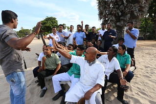 Sri Lanka hotel workers meet with a union shop steward on the beach. The Solidarity Center has supported hotel unions and helped train organizers in Sri Lanka, where many workers are employed in the tourism sector. Credit: Solidarity Center/Pushpa Ku