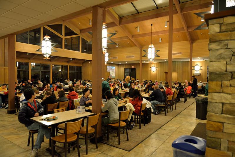 【餐廳區】蠻多人在這裡用餐的