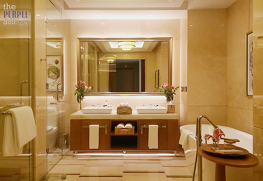 Solaire Sky Tower Grand Suite Bathroom