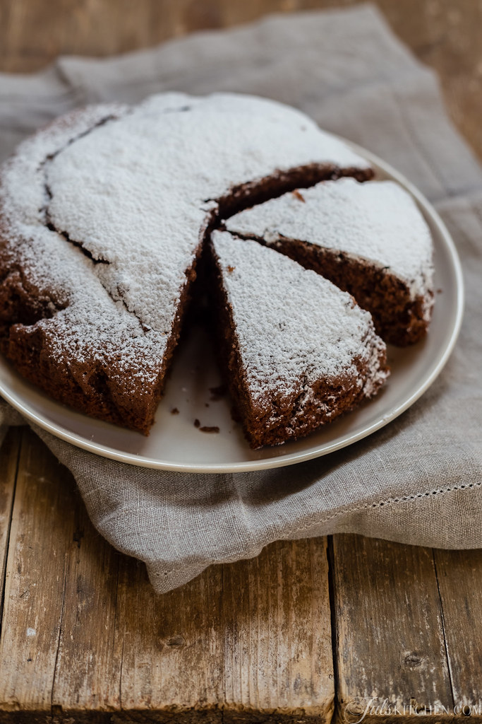Chocolate and clementine olive oil cake