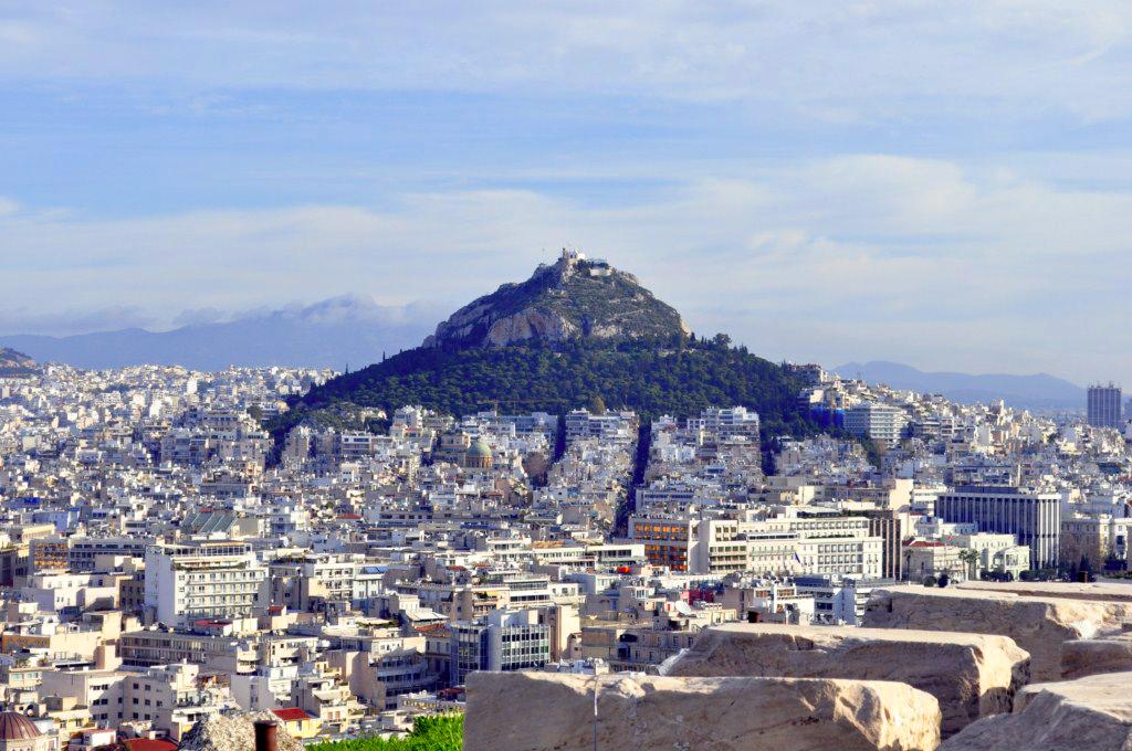 Colina de lycabettus desde el Acrópolis atenas en 2 días - 16426048328 1166a269fc b - Qué ver en Atenas en 2 días