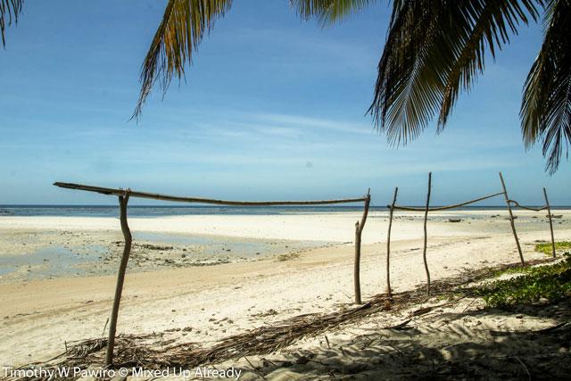 Indonesia - Sumba - Waingapu - Pantai Walakiri (Beach) - 04 - white sand