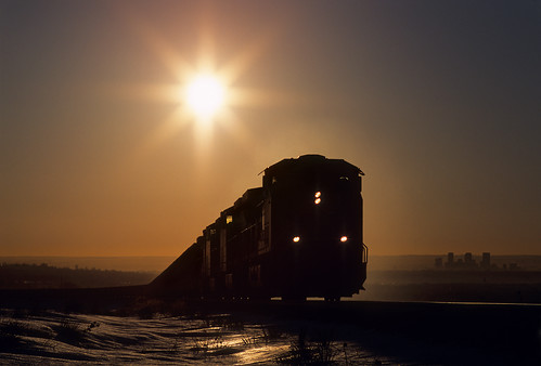 railroad morning sun up silhouette train sunrise colorado co unionpacific locomotive ge leyden coaltrain unittrain cityofdenver ac4400cwcte coalempty