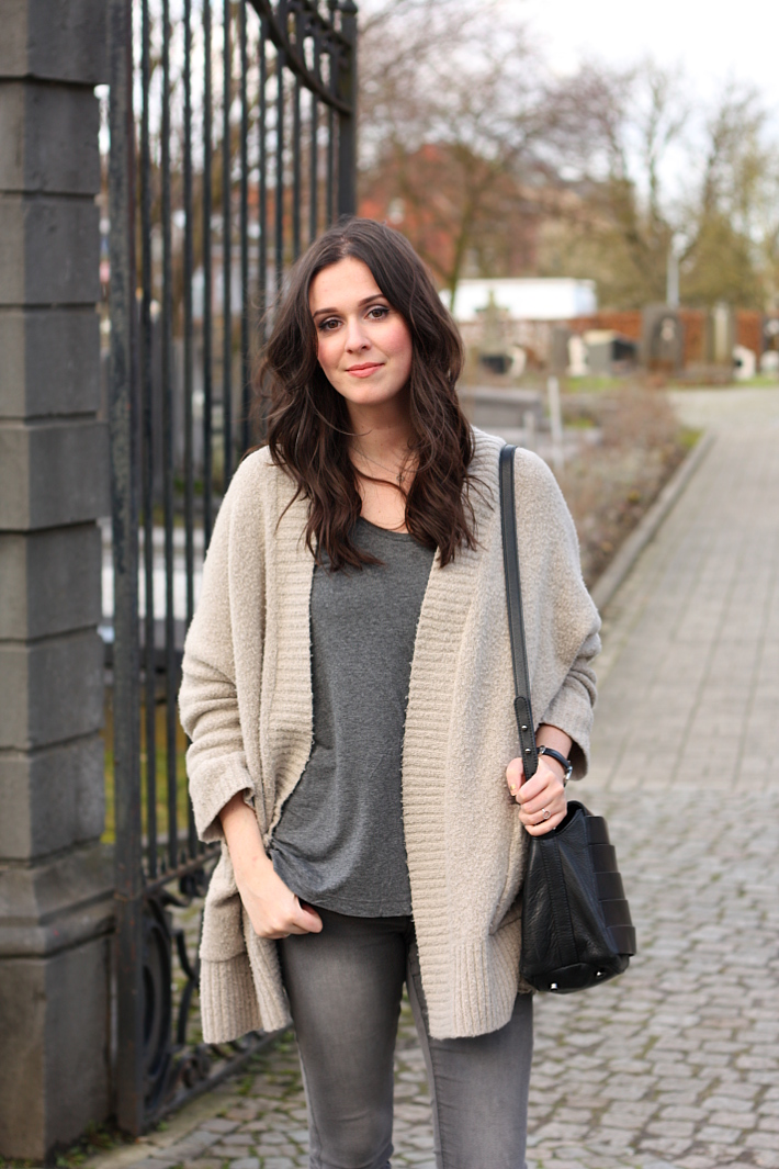 oversized zara cardigan, grey skinny jeans