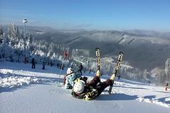 Bílá - pestrobarevné lyžování