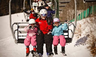 Learn to ski or snowboard with the Discover Michigan Skier Program. (Michigan Snowspnorts Industries Association)