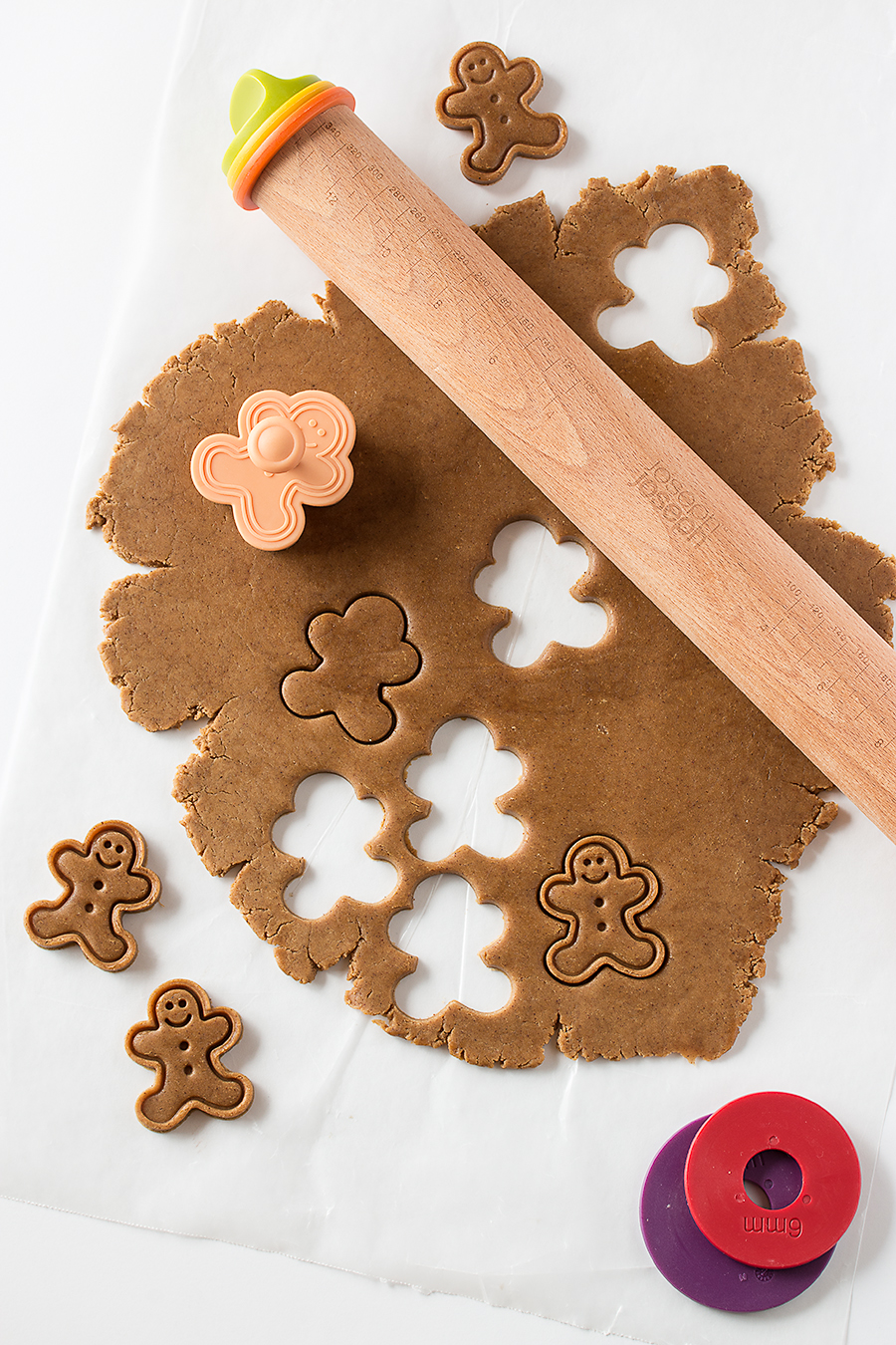 Frosted Gingerbread Men & 100 of the best cookie recipes for Christmas | PasstheSushi.com